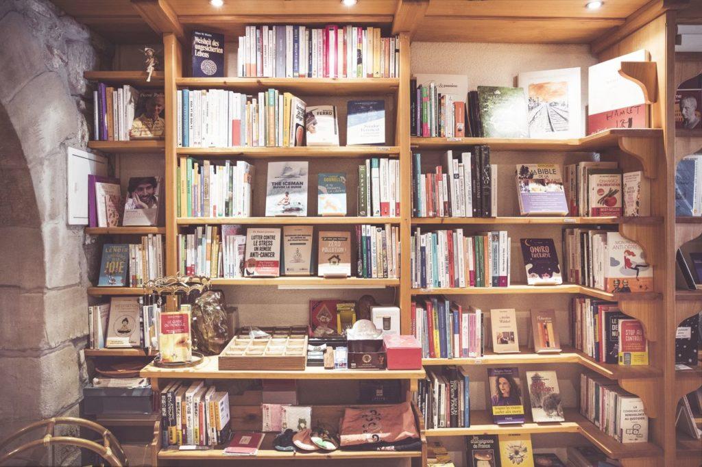 Des rayons de la librairie Le Petit Prince à Morges